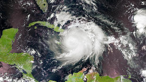 Imagem de satélite desta quarta (5) mostra o olho do furacão Matthew sobre o leste da ilha de Cuba- EUMETSAT/AFP